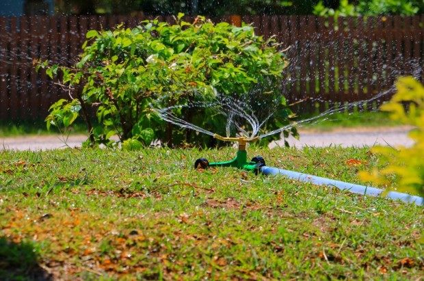 How to Handle Lawn Care With Traveling Sprinklers!